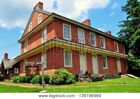 Dilwowrthtown Pennsylvania: The brick colonial-era Dilworthtown Inn has offered lodging and dining to patrons since 1758  *