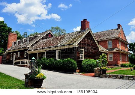 Dilwowrthtown Pennsylvania: Wooden kitchen wing and brick colonial-era Dilworthtown Inn has offered lodging and dining to patrons since 1758 *