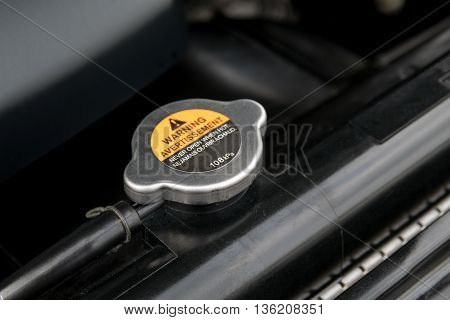 Metal cover on an radiator for engine cooling