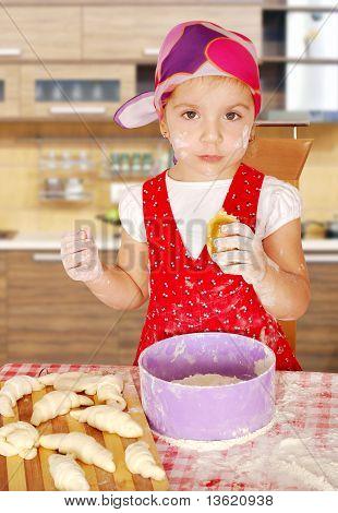 little girl make sweet rolls