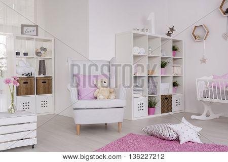 Comfortable Decor Of A Contemporary Baby Room
