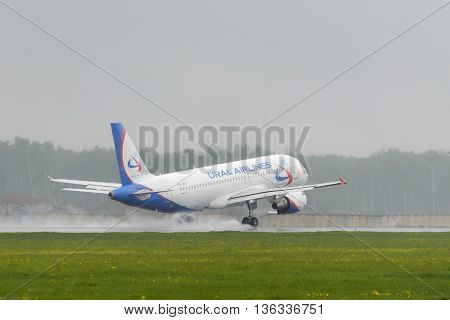 Airbus A320 Ural Airlines Landing