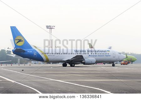 Ukraine International Airlines Boeing-737 Taxiing.