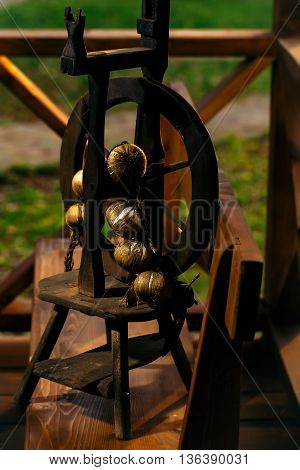 Miniature spinning wheel with brown onion bunch