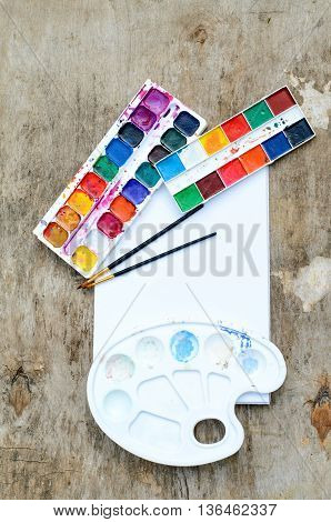 Old and used watercolor paintbox for drawing