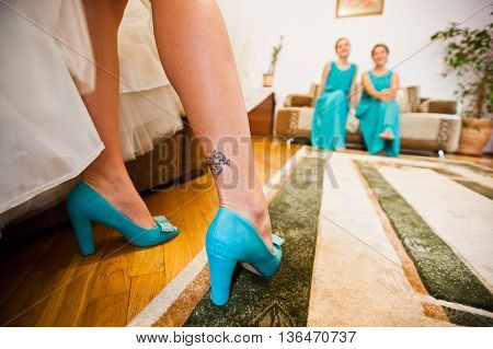 Turquoise Shoes On Tatoo Legs Of Bride Background Bridesmaids
