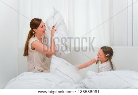 bed pillow fightng family on weekend
