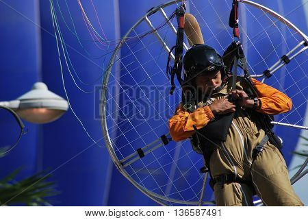 PUTRAJAYA, MALAYSIA - MARCH 20 : A man smile after crashing his paraglider during  3rd Putrajaya International Hot Air Balloon Fiesta March 20, 2011 in Putrajaya, Malaysia.