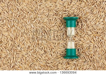 Hourglass and the grain of oat a conceptual time and food