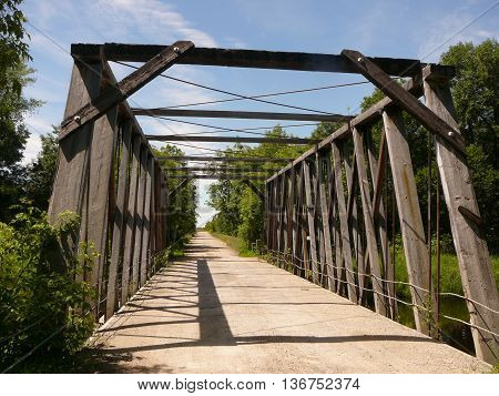 Deciding whether it is safe enough to cross the truss bridge