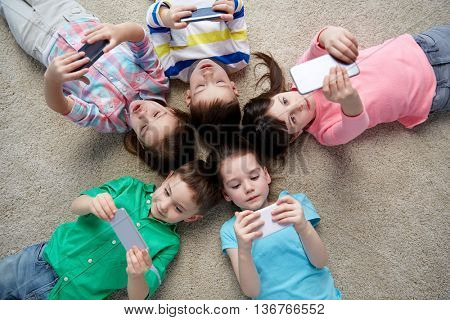 childhood, fashion, friendship and people concept - group of happy smiling little children with smar