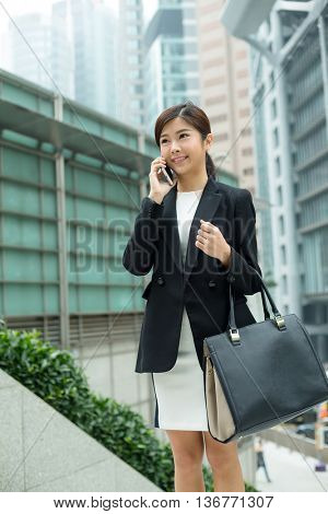 Young business woman chat on mobile phone