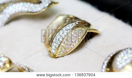 picture of a Fashion jewellery  , gold ring with zircon