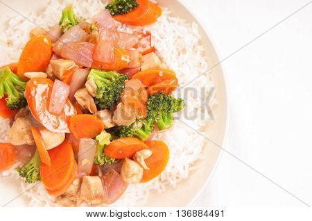 beef with broccoli and carrot stir fry over white rice