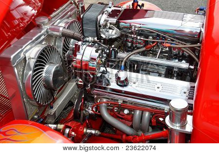 CUSTOMIZED HOT-ROD ENGINE
