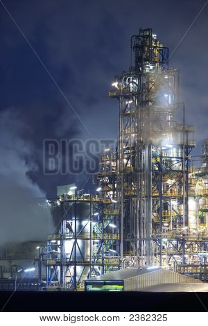 Oil Rig in der Nacht