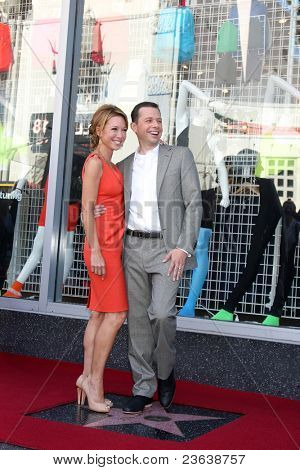 LOS ANGELES - SEP 19:  Lisa Joyner Cryer, Jon Cryer at the Jon Cryer Hollywood Walk of Fame Star Ceremony at Hollywood Walk of Fame on September 19, 2011 in Los Angeles, CA