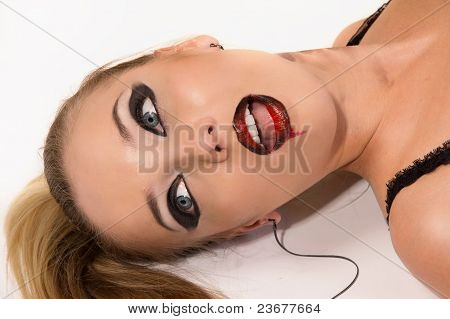Strangled  Blonde  On The Floor (imitation)