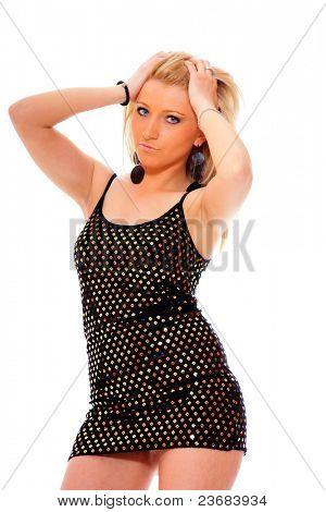 Jovem loira posando em dança de vestido elegante