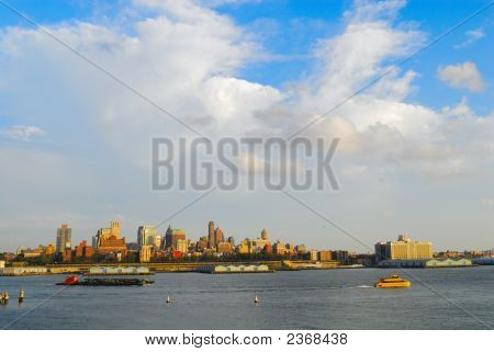 Brooklyn Skyline In The Daytime