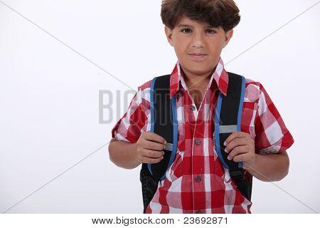 Muchacho listo para ir a la escuela
