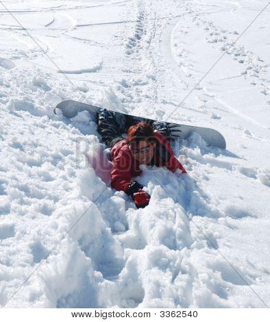 Young Lady Snowboarder nur gefallenen
