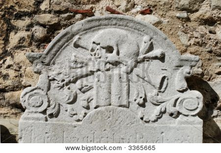 Skull And Crossbones On Gravestone