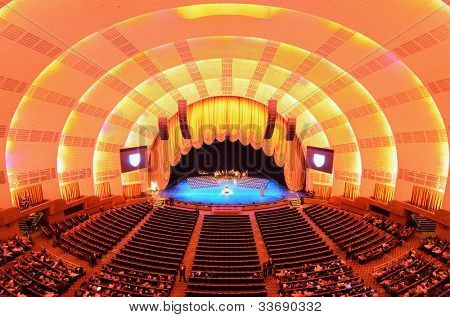 NEW YORK CITY - Mai 15: Radio City Music Hall 15. Mai 2012 in New York, NY. Abgeschlossen im Jahr 1932, die f