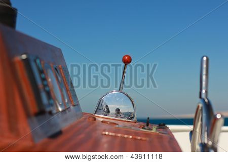 Throttle yacht