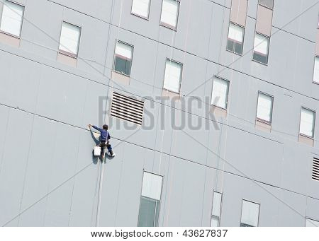 Steeplejack Is Plastering Skyscraper Facade