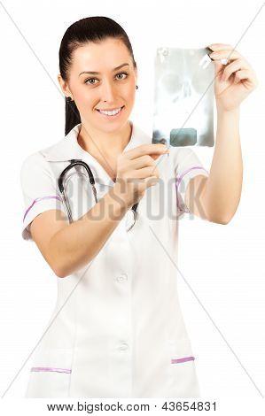 médico da mulher está à procura de radiografia