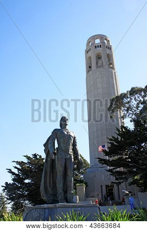 Estátua de Christopher Columbus em Telegraph Hill, San Francisco, EUA