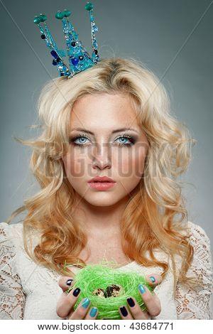 corona de la princesa con mujer