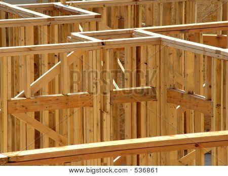 Estructura de postes de construcción de casa nueva