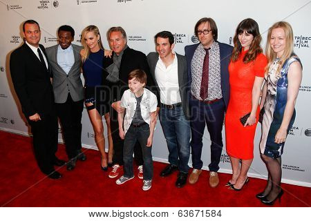 NEW YORK-APR 18: The cast of the