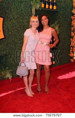 LOS ANGELES - OCT 11:  Anna Faris, Rosario Dawson at the Fifth-Annual Veuve Clicquot Polo Classic at Will Rogers State Historic Park on October 11, 2014 in Pacific Palisades, CA