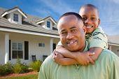 Постер, плакат: Отец и сын вне дома