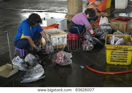 Fishermen Slaughter The Tuna Fish In Donggang, Taiwan