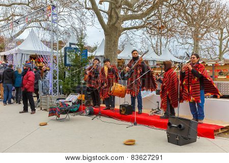 Latin American ensemble buskers in Paris