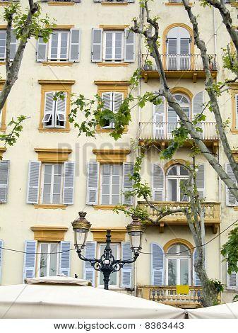 A arquitectura típica do Hotel Bastia Córsega França