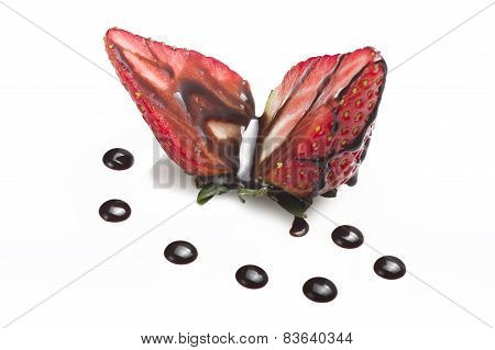 Strawberry drizzled in chocolate sauce