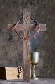 picture of crown-of-thorns  - Crown of thorns and cross with bible on vintage boards - JPG