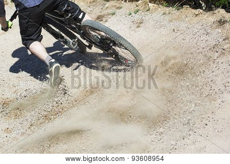 Mountain Bike Rider Graviti Slope