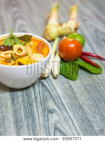 Closeup Tom Yum Kung-thai Spicy Soup With Herb Set Of Tom Yum Soup Ingredients On Wood Background