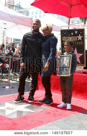LOS ANGELES - SEP 7:  Usher Raymond IV, guest, Naviyd Ely Raymond at the Usher Honored With a Star On The Hollywood Walk Of Fame at the Eastown on September 7, 2016 in Los Angeles, CA