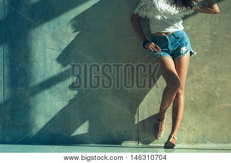 Long Sexy Leg Women Jeans Shorts Fashion Standing To Wall