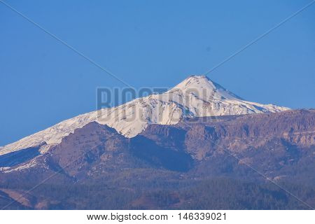 Photo Picture of the snow covered mount teide tenerife spain