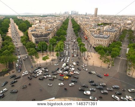 The Avenue Charles de Gaulle and La Defense
