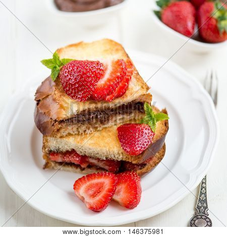 French Toasts With Chocolate Hazelnut Filling