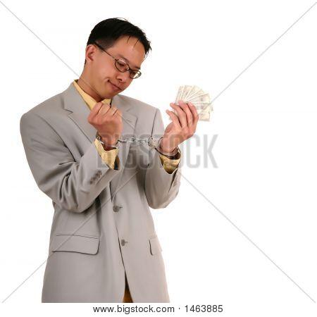 Confunde el hombre esposado Biz con dinero 4